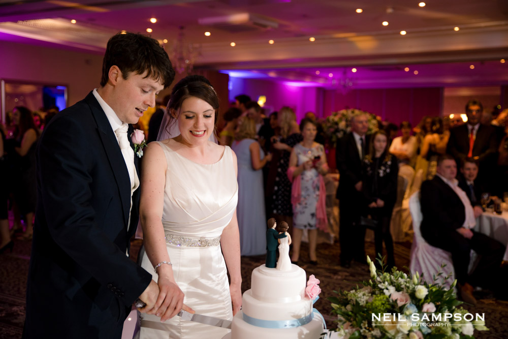 The bide and groom cut their wedding cake at shendish manor